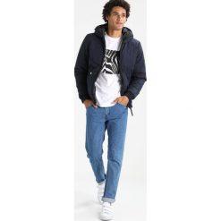 GStar STRETT CHEVRON HDD JKT Kurtka przejściowa mazarine blue. Niebieskie kurtki męskie przejściowe marki G-Star, m, z bawełny. W wyprzedaży za 557,40 zł.