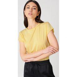 NA-KD Basic T-shirt z surowym wykończeniem - Yellow. Różowe t-shirty damskie marki NA-KD Basic, z bawełny. W wyprzedaży za 28,67 zł.