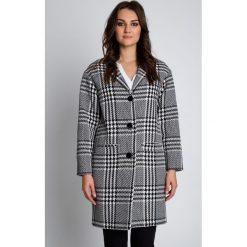 Płaszcze damskie pastelowe: Elegancki płaszcz zapinany na guziki BIALCON