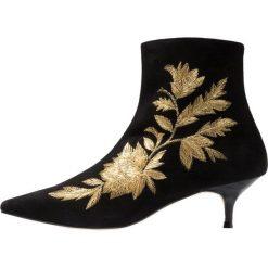 Pedro Miralles Botki amalfi nero. Czarne botki damskie na zamek Pedro Miralles, z materiału, klasyczne. Za 759,00 zł.