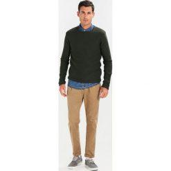 Swetry klasyczne męskie: Solid JARAH Sweter olive