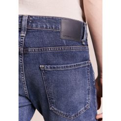 Citizens of Humanity NOAH Jeansy Slim Fit new moon. Niebieskie jeansy męskie regular Citizens of Humanity, z bawełny. W wyprzedaży za 503,60 zł.