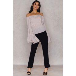 Spodnie z wysokim stanem: Hannalicious x NA-KD Spodnie garniturowe do kostek - Black