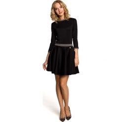 Sukienki: Czarna Rozkloszowana Sukienka z Wstawkami w Pepitkę