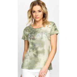 Zielony T-shirt Destroyed Chic. Zielone bluzki z odkrytymi ramionami Born2be, l, z aplikacjami, z okrągłym kołnierzem. Za 24,99 zł.