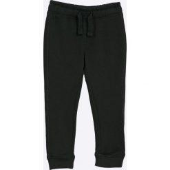 Blukids - Spodnie dziecięce 98-128 cm. Czarne spodnie chłopięce Blukids, z bawełny. W wyprzedaży za 34,90 zł.