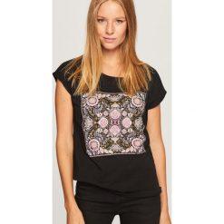 T-shirt z nadrukiem - Czarny. Czarne t-shirty damskie Reserved, l, z nadrukiem. Za 29,99 zł.