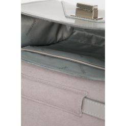 Gino Rossi - Torebka. Szare torebki klasyczne damskie marki Gino Rossi, w paski, z materiału, małe. Za 499,90 zł.