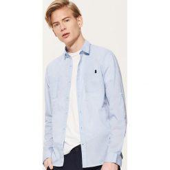 Koszula z kontrastowymi detalami - Niebieski. Niebieskie koszule męskie marki House, l, z kontrastowym kołnierzykiem. W wyprzedaży za 49,99 zł.