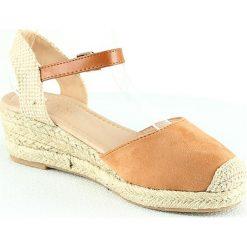 Sandały damskie: Sandały na koturnie w kolorze brązowym
