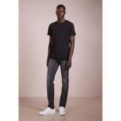 BOSS CASUAL CHARLESTON Jeans Skinny Fit grey. Szare rurki męskie BOSS Casual, z bawełny. Za 669,00 zł.