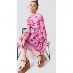 Trendyol Sukienka z nadrukiem - Pink. Szare długie sukienki marki Trendyol, na co dzień, z elastanu, casualowe, dopasowane. Za 161,95 zł.