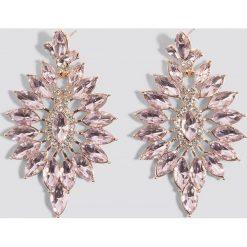 Kolczyki damskie: NA-KD Boho Kolczyki z ozdobnymi kamieniami Flower – Pink