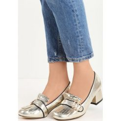 Złote Czółenka Ian. Żółte buty ślubne damskie Born2be, ze skóry, na niskim obcasie, na słupku. Za 59,99 zł.