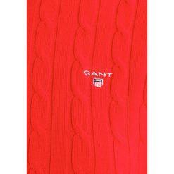 GANT CABLE CREW Sweter bright red. Czerwone swetry klasyczne damskie GANT, xxl, z bawełny. W wyprzedaży za 440,30 zł.