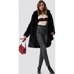 NA-KD Trend Kurtka ze sztucznego futra - Black. Białe kurtki damskie marki NA-KD Trend, z nadrukiem, z jersey, z okrągłym kołnierzem. Za 526,95 zł.