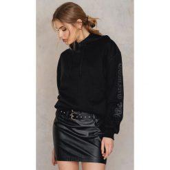 Bluzy rozpinane damskie: NA-KD Bluza z kapturem Coming Soon - Black