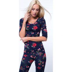 Bluzki damskie: Bluzka w kwiaty z dekoltem na plecach granatowa 8064