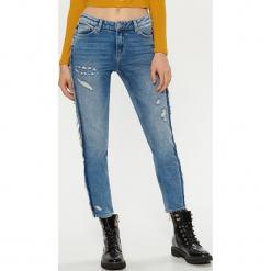 Jeansy CIGARETTE - Niebieski. Niebieskie chinosy damskie Cropp, z jeansu. Za 119,99 zł.