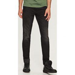 Jeansy regular fit - Szary. Szare jeansy męskie regular marki Reserved. Za 99,99 zł.