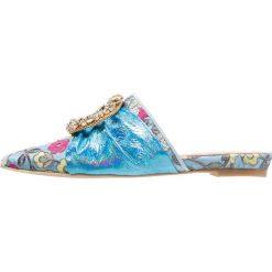 RAS Klapki miele/ciel irispech blue. Białe crocsy damskie marki Dstreet, z aplikacjami, eleganckie. W wyprzedaży za 545,35 zł.