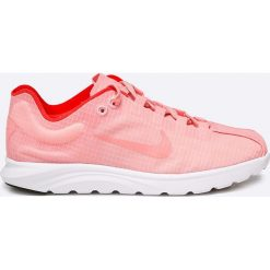 Nike Sportswear - Buty Mayfly Lite SI. Różowe buty sportowe damskie marki Nike Sportswear, l, z nylonu, z okrągłym kołnierzem. W wyprzedaży za 179,90 zł.