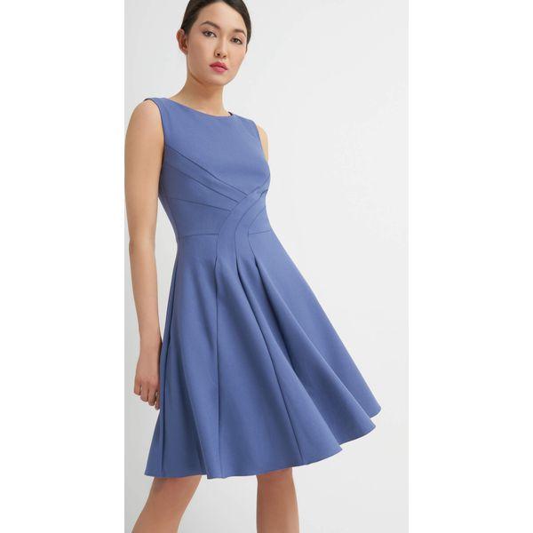 01e3eb9251 Rozkloszowana sukienka z przeszyciami - Niebieskie sukienki damskie ...