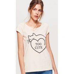 Koszulka z nadrukiem - Kremowy. Białe t-shirty damskie marki Cropp, l, z nadrukiem. W wyprzedaży za 9,99 zł.