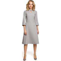 MANETTE Sukienka z łezką w dekolcie i rozkloszowanymi rękawami - szara. Szare sukienki na komunię Moe, s, dopasowane. Za 159,90 zł.