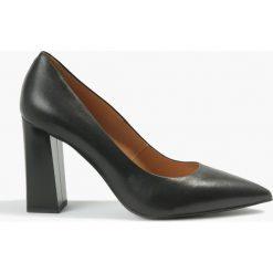 Czółenka czarne Nohemi. Czerwone buty ślubne damskie Badura. Za 299,99 zł.
