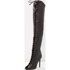 Schutz Kozaki na obcasie black. Czarne buty zimowe damskie Schutz, z materiału, na obcasie. W wyprzedaży za 629,50 zł.