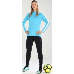 Nike Performance Koszulka sportowa light blue fury/white/white. Niebieskie topy sportowe damskie marki Nike Performance, xs, z materiału, z długim rękawem. W wyprzedaży za 143,10 zł.