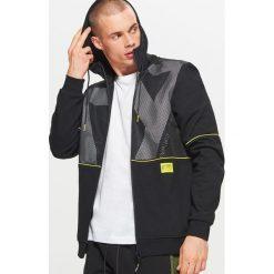 Bluza z kapturem z kolekcji FUUTURISTIC YOUTH - Czarny. Czarne bluzy męskie rozpinane marki Cropp, l, z kapturem. Za 139,99 zł.