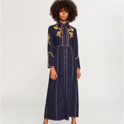 Sukienka maxi z wyhaftowanym wzorem - Granatowy. Niebieskie długie sukienki marki Reserved. Za 249,99 zł.