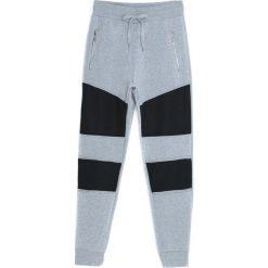 Szare Spodnie Dresowe Rush. Czarne spodnie dresowe męskie marki Born2be, l, z aplikacjami, z dresówki. Za 34,99 zł.