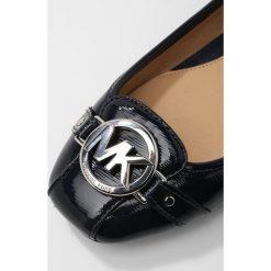 MICHAEL Michael Kors FULTON MOC Baleriny admiral. Czarne baleriny damskie marki MICHAEL Michael Kors, z gumy, przed kolano, na wysokim obcasie. Za 509,00 zł.
