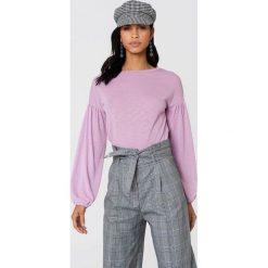 NA-KD Boho Sweter z bufiastym rękawem - Purple. Niebieskie swetry klasyczne damskie marki NA-KD Boho, na imprezę, w koronkowe wzory, z koronki, boho, na ramiączkach, mini. W wyprzedaży za 32,38 zł.