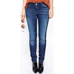 Lee - Jeansy SCARLETT PITCH ROYAL. Niebieskie jeansy damskie marki Lee, z bawełny, z podwyższonym stanem. W wyprzedaży za 259,90 zł.