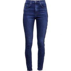 Rag & bone 10 INCH Jeansy Slim fit sky. Niebieskie boyfriendy damskie rag & bone. W wyprzedaży za 854,25 zł.