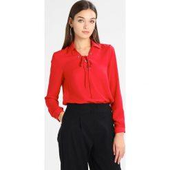Bluzki asymetryczne: Cortefiel VNECK BLOUSE WITH EYELETS DETAIL Bluzka red