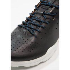Ecco BIOM STREET Obuwie do biegania Turystyka black. Czarne buty do biegania damskie ecco, z materiału. W wyprzedaży za 433,30 zł.
