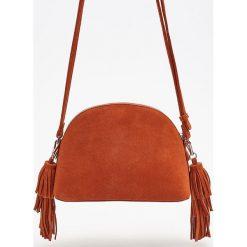 Skórzana torebka z frędzlami - Pomarańczo. Szare torebki klasyczne damskie marki Reserved, z frędzlami. Za 249,99 zł.