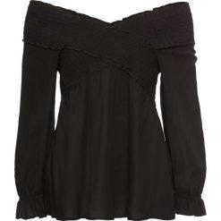 """Bluzka """"carmen"""" z przeszyciem cienkimi gumkami bonprix czarny. Czarne bluzki z odkrytymi ramionami bonprix, z kołnierzem typu carmen. Za 89,99 zł."""