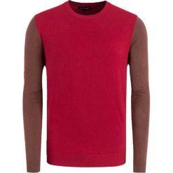 Swetry klasyczne męskie: Sweter w kolorze brązowo-czerwonym