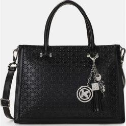Czarna torebka damska. Czarne torebki klasyczne damskie marki Kazar, w paski, ze skóry, zdobione. Za 849,00 zł.