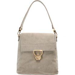 Coccinelle ARLETTIS Plecak seashell. Szare torebki klasyczne damskie marki Coccinelle. W wyprzedaży za 824,50 zł.