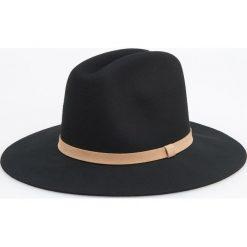 Wełniany kapelusz - Czarny. Czarne kapelusze damskie Reserved, z wełny. Za 79,99 zł.