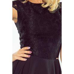 Sukienka rozkloszowana MARIA z koronką - CZARNA. Czarne sukienki koronkowe marki numoco, s, w koronkowe wzory, rozkloszowane. Za 189,99 zł.