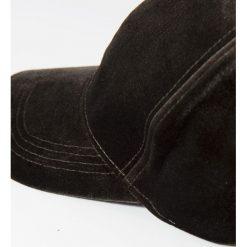 Parfois - Czapka. Czarne czapki z daszkiem damskie marki INOVIK, z elastanu. W wyprzedaży za 24,90 zł.