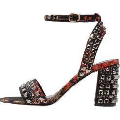 Carvela GILL Sandały na obcasie red. Czerwone sandały damskie Carvela, z materiału, na obcasie. W wyprzedaży za 535,20 zł.